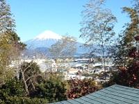 家の窓から富士山